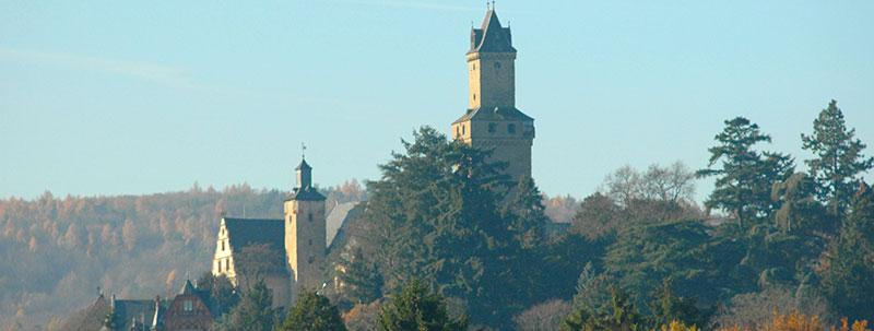Planen Ihrer Immobilie · Blick auf Burg Kronberg
