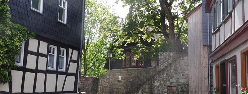 Runumservice um Immobilien · Kronberger Altstadt mit Resten der alten Stadtmauer